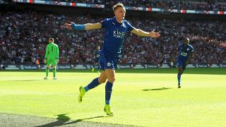 Jamie Vardy scores at Wembley